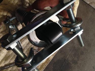 ショベルヘッドのリアサスペンション 自作スプリングコンプレッサーでショックのバネを縮める