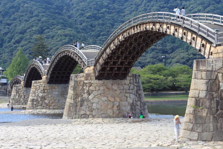 山口 岩国の錦帯橋 木製のアーチ橋