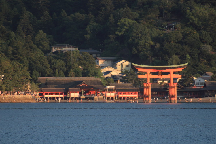安芸の宮島 大鳥居を船から撮影