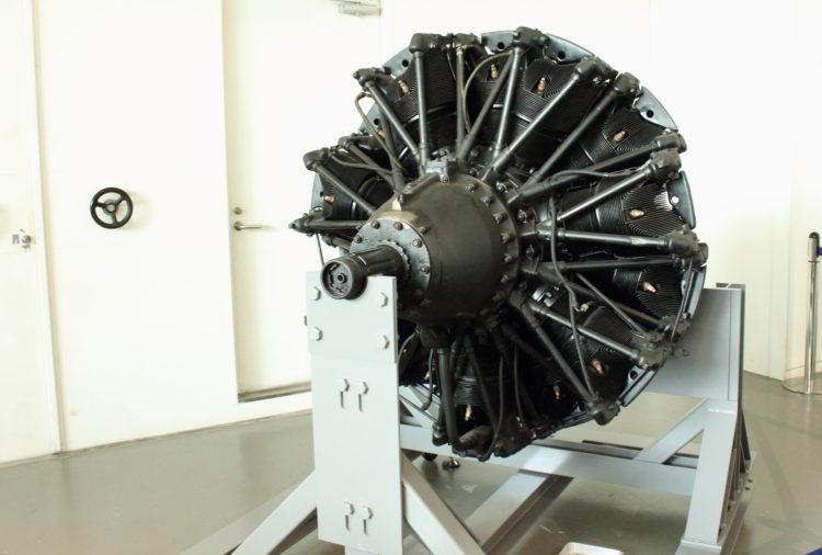 火星21型」発動機 ボア150mmストローク170mmのOHV空冷星型14気筒 大和ミュージアム