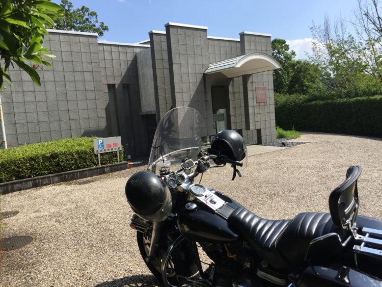 ハーレー ショベルヘッドと夏見廃寺資料館