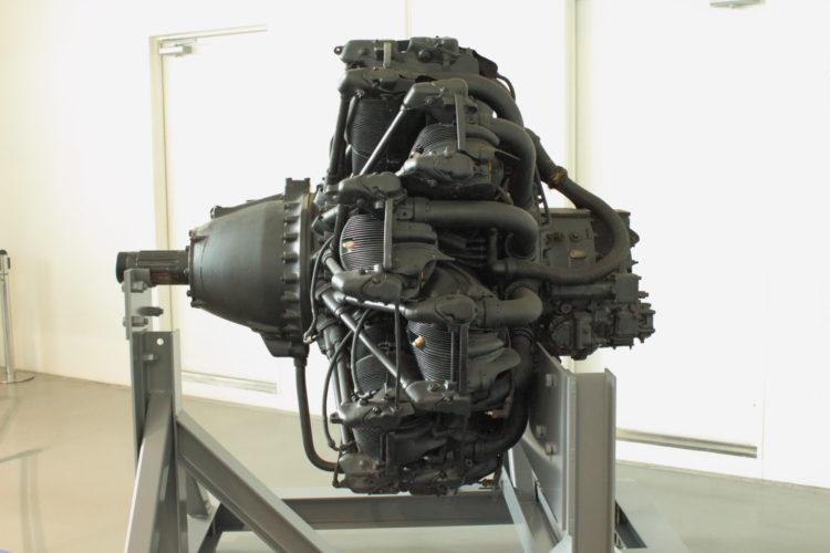 火星21型発動機 ボア150mmストローク170mmのOHV空冷星型14気筒 側面から