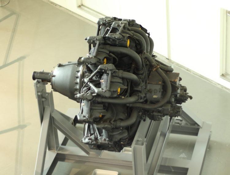 火星21型発動機 ボア150mmストローク170mmのOHV空冷星型14気筒 上から