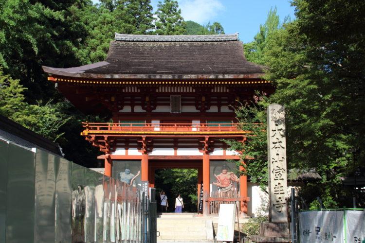 室生寺の仁王像門
