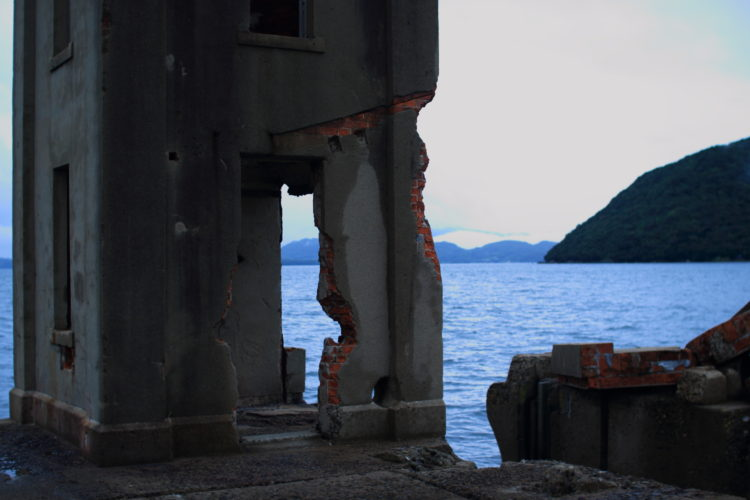 川棚 片島魚雷発射試験場跡 外の観測所跡から海を