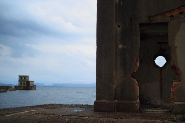 川棚 片島魚雷発射試験場跡 外の観測所跡内部覗き窓