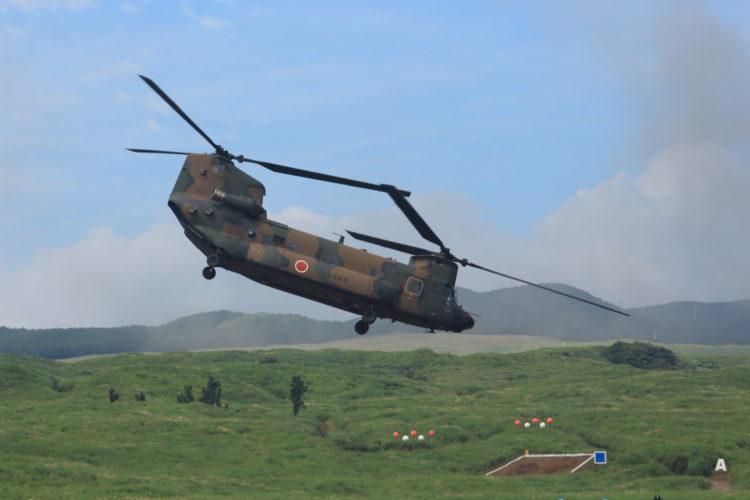 離陸するCH-47Jチヌーク 総合火力演習