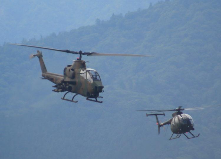 略称:AH-64D 愛称:アパッチ・ロングボウと観測ヘリコプター 略称:OH-6D