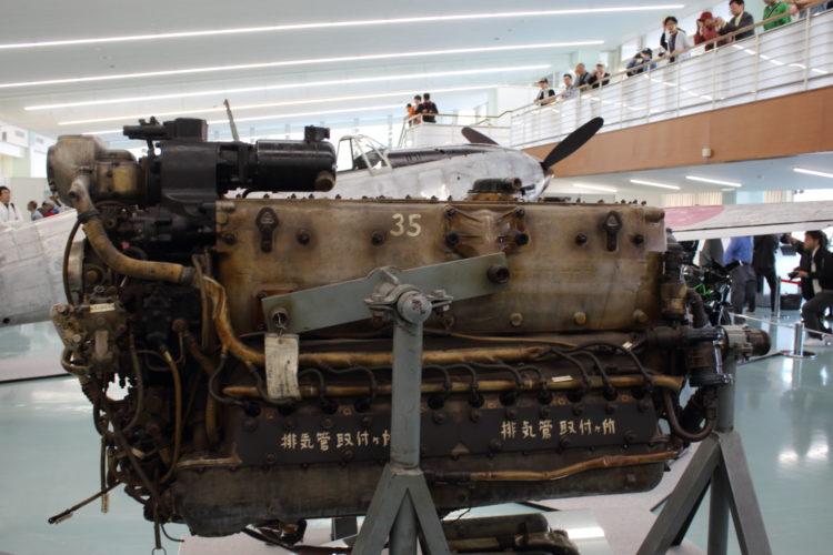 三式戦飛燕の発動機 ハ140 側面